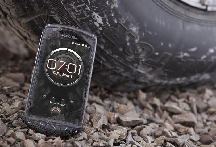 migliori smartphone resistenti da cantiere - Kyocera Torque KC-S701